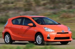 biz-120604-ToyotaPrius_OrangeCars
